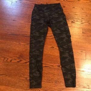 Fabletics camo print leggings size xs